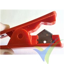 Guillotina Modelimport para cortar tubo de silicona